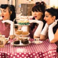 singing waitresses2